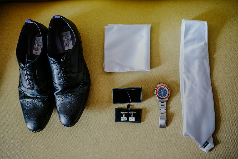reigate-surrey-london-wedding-photography-tie-shoes-groom-04