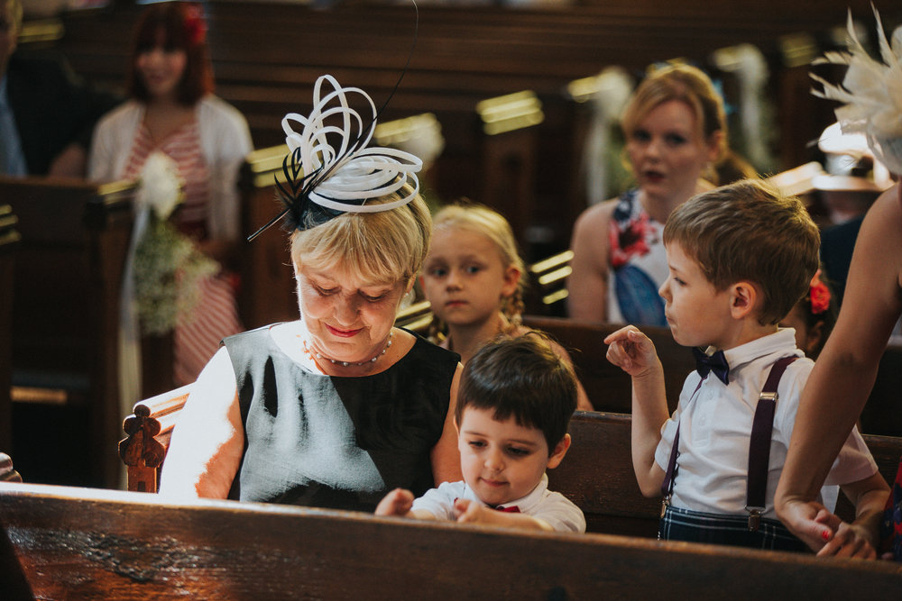 reigate-surrey-london-wedding-photography-bridal-prep-motherofthebride-church-29