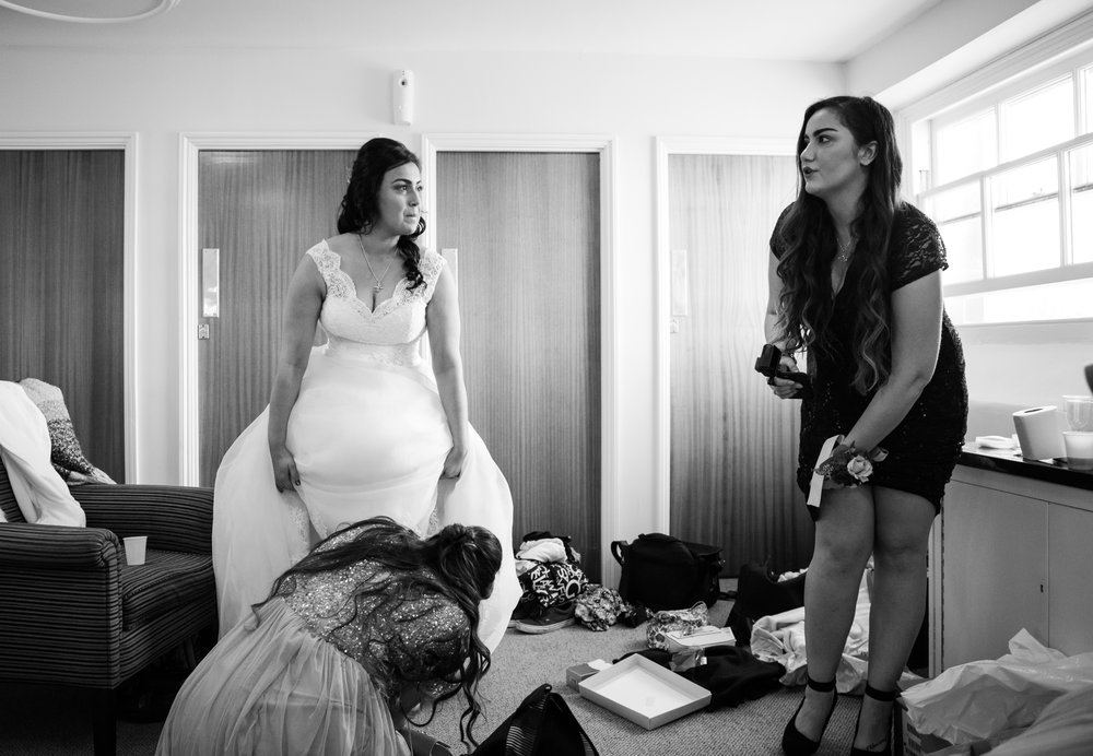 london-bedfordshire-uk-wedding-photography-woburn-sculpture-gallery-bridal-prep-18