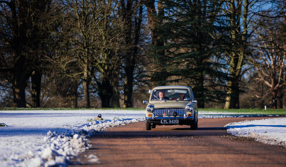 london-bedfordshire-hertfordshire-winter-wedding-photography-luton-hoo-classic-car-01