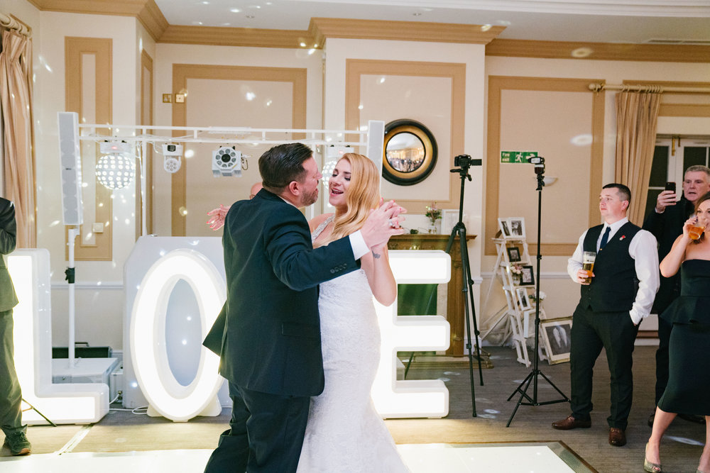 london-surrey-wedding-photography-nutfieldpriory-woldinghamgolfclub-64
