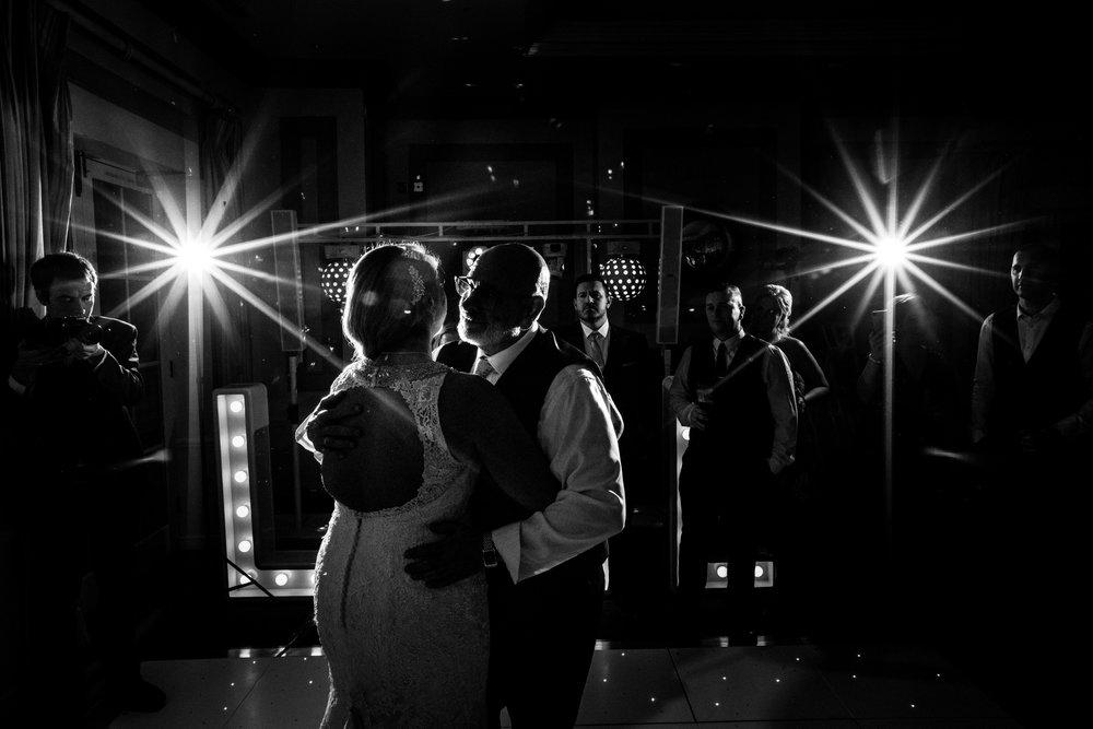 london-surrey-wedding-photography-nutfieldpriory-woldinghamgolfclub-66