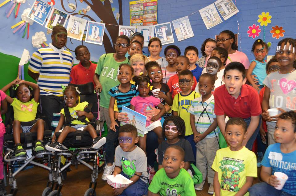 Neighborhood children pose with celebrity reader, Fort Worth Mayor Betsy Price.