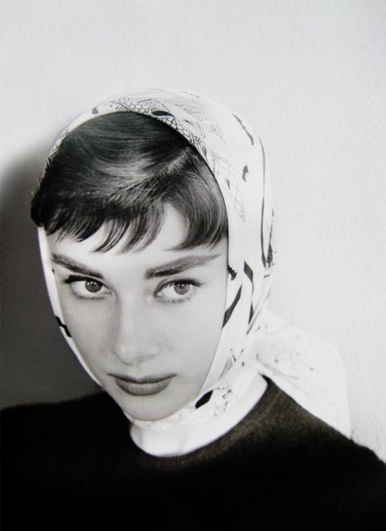 Headscarf as worn by audrey hepburn 3.png