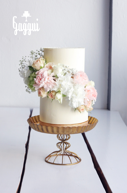 Weddingcake Flowercascade.jpg
