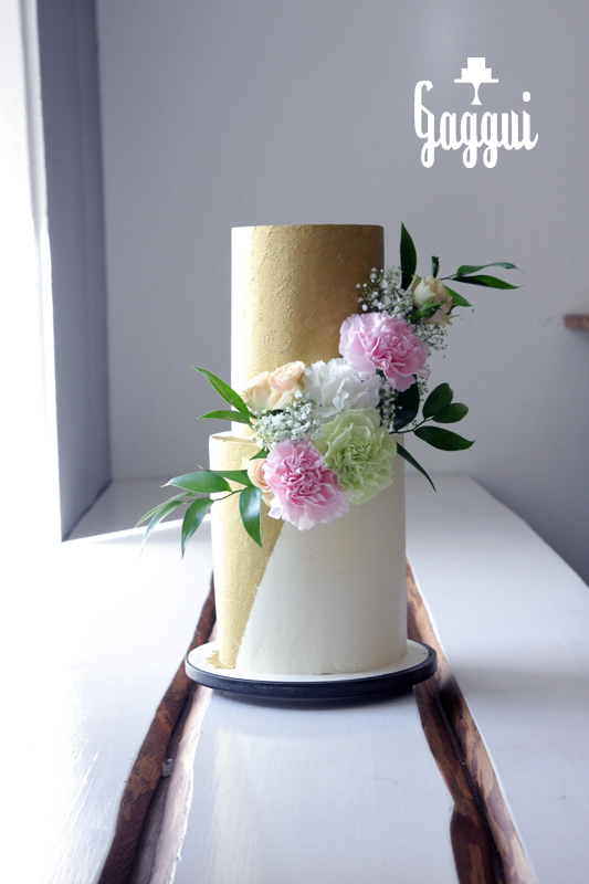 Gold WeddingCake.jpg