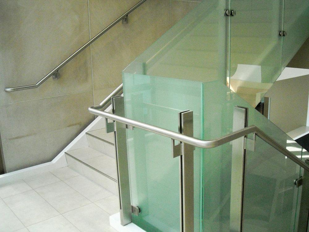 Mercy-Children's-Hospital---Laminated-Glass-Guardrail-and-Handrail---Springfield-MO.jpg