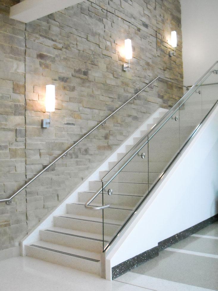 Mercy-Orthopedic-Hospital---Laminated-Glass-Guardrail-&-Handrail---Springfield-MO.jpg