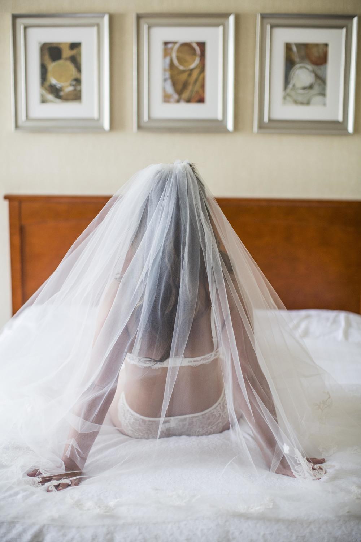 02Toronto Photographers-Bridal Boudoir-Jono & Laynie Co.jpg