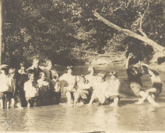 The Guggenheimer-Milliken hiking club, 1918.