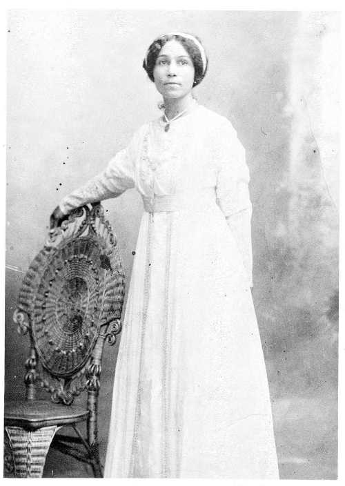 Anne in her wedding dress, 1901