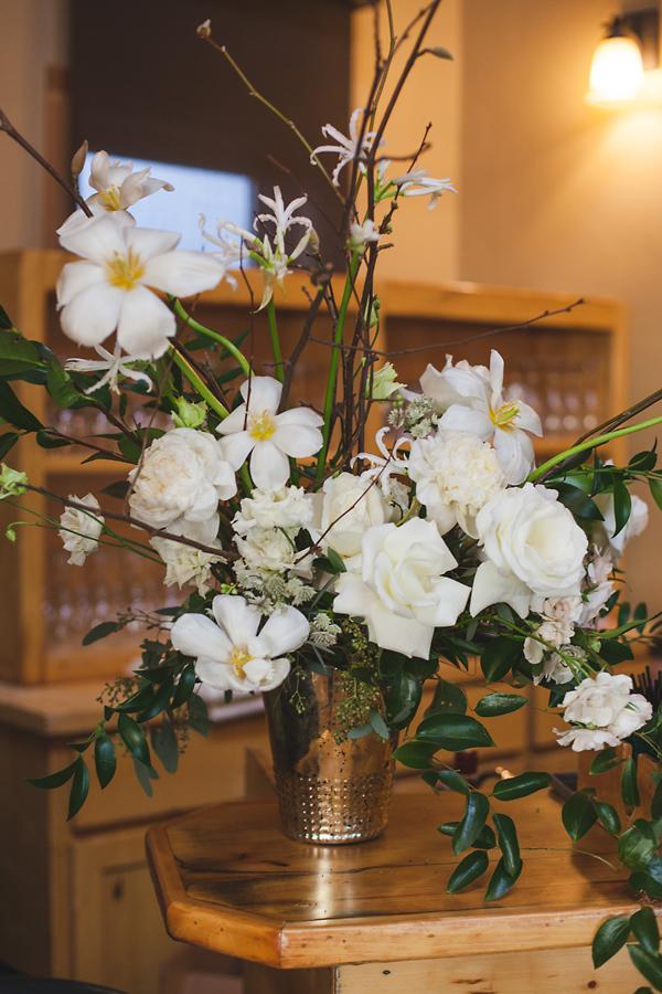 heavenmcarthur-summerRobbins-flowers-wedding1-002-webRes.jpg