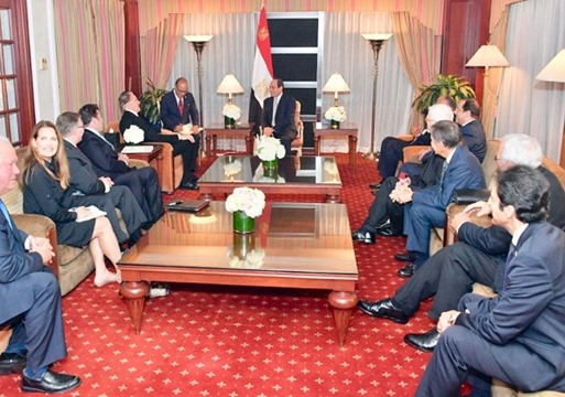 Egyptian President el-Sisi, (center), hosts a discussion with a delegation of American Evangelical leaders in his New York hotel suite during his visit for the opening of the 73rd session of the U.N. General Assembly (Photo Credit: Office of the Egyptian President).