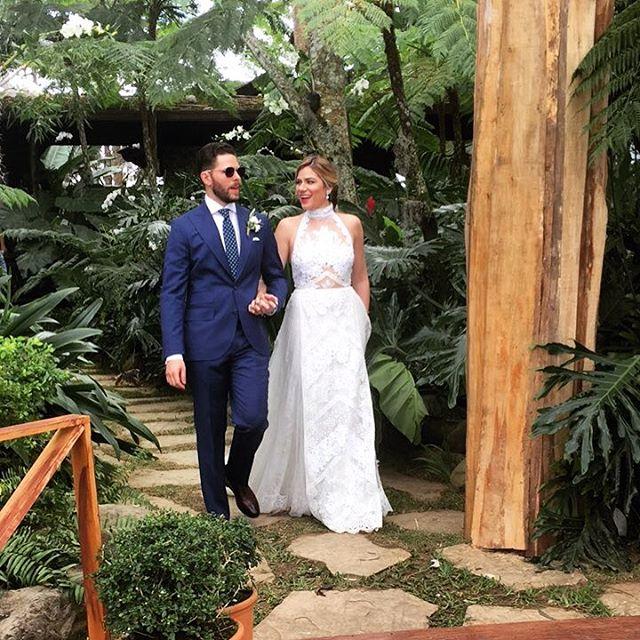 Congratulations to this amazing couple! Los amo!!! 👰🏼🤵🏻 #lanoviamasbella #losolivejuice #micheleycarlos #labodamasbella ❤❤❤ Deseandoles toda la felicidad del mundo!