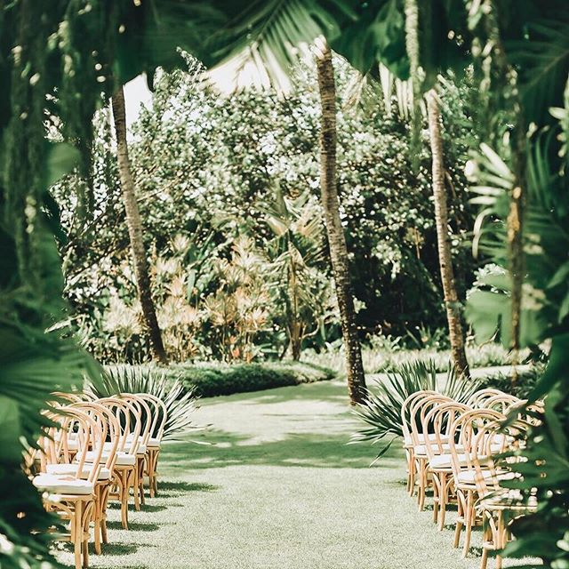 A dreamy isle 😍 #inspo #repost @balieventhire ・・・ A different perspective down the aisle for the beautiful wedding of Jess + Mark.  Is Bali not the most stunning place to get married? We think so! . 🛋 @balieventhire 📋 @pocounocreative 🌺 @sandatfloral 📷 @the_wild_eyed . #balieventhire