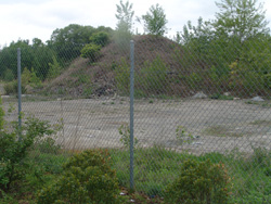 Reservoir Triangle residents are concerned about an uncovered mound of contaminated debris that sits less than 20 yards from Alvarez High School and the dust from it that is blown about the neighborhood. (Frank Carini/ecoRI staff photos)