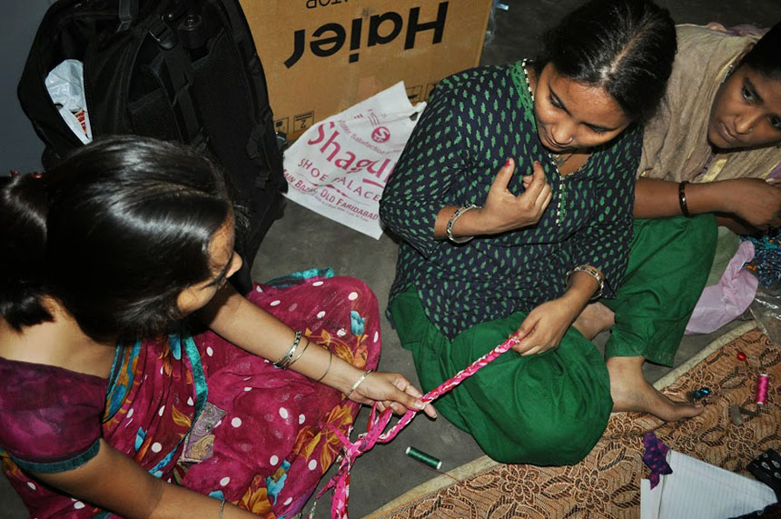 A team of talented women from the underprivileged areas of Mumbai and New Delhi, India, are essential in the design and creation of upcycled products. (EarthFrendz photos)