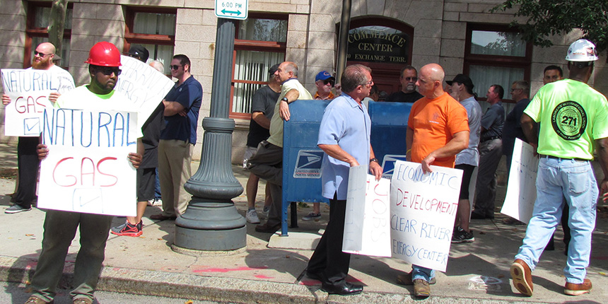Members of the Rhode Island Building & Construction Trades Council showed their support Aug. 4 for the proposed Clear River energy project. Members clashed with opponents outside the Rhode Island Chamber of Commerce. (Tim Faulkner/ecoRI News)