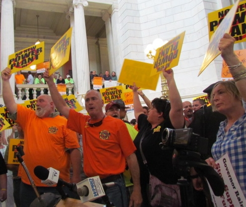 Opponents of the proposed Burrillville natural-gas power plant held a rally May 26 at the Statehouse. (Tim Faulkner/ecoRI News)