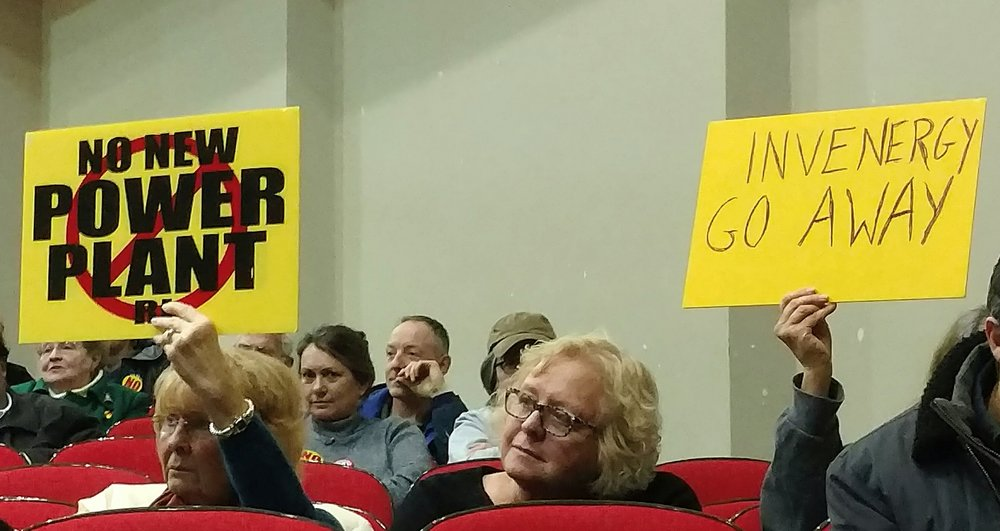 Most in the audience of about 250 spoke and applauded in opposition to the proposed project. (Tim Faulkner/ecoRI News)
