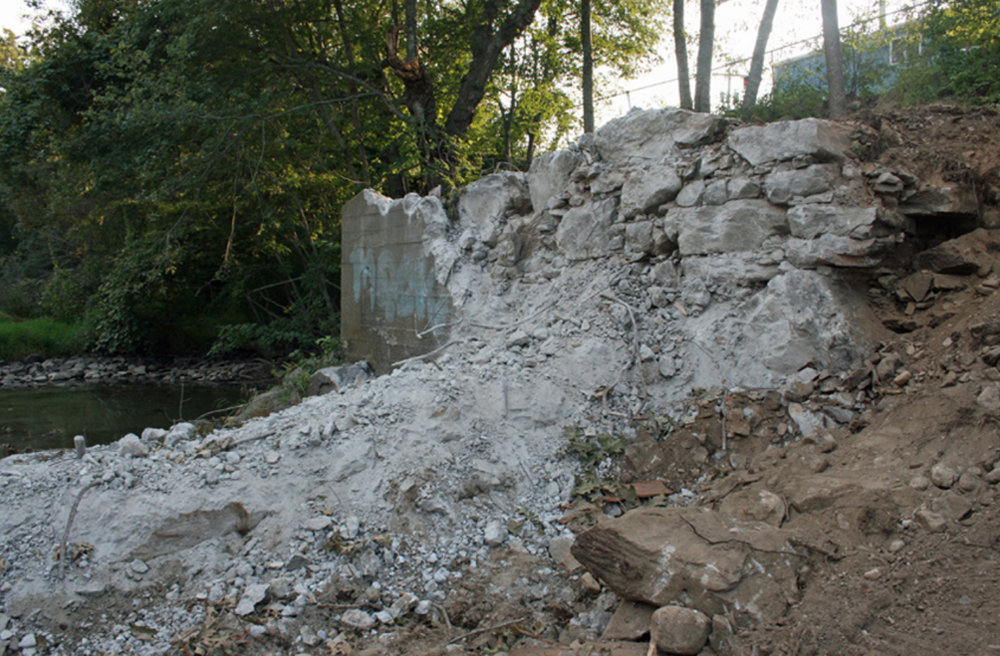 The remains of the White Rock Dam on the Connecticut side of the Pawcatuck River. (ecoRI News)