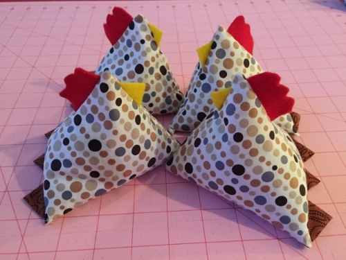 Make your own juggling chicken with a few squares of fabric, bits of felt, and lentils.