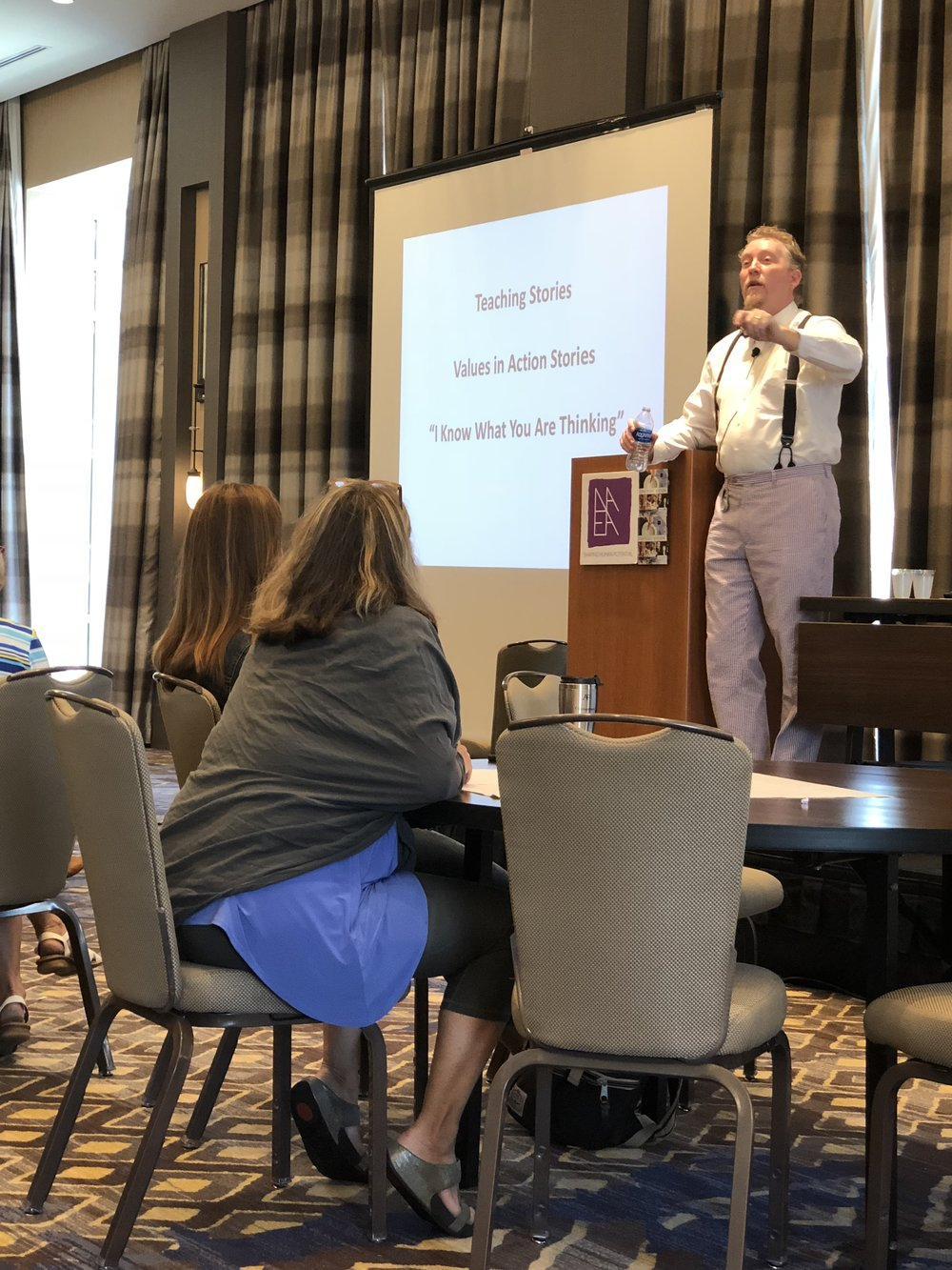 Tim Lowry mesmerizing art educators through the art of storytelling...