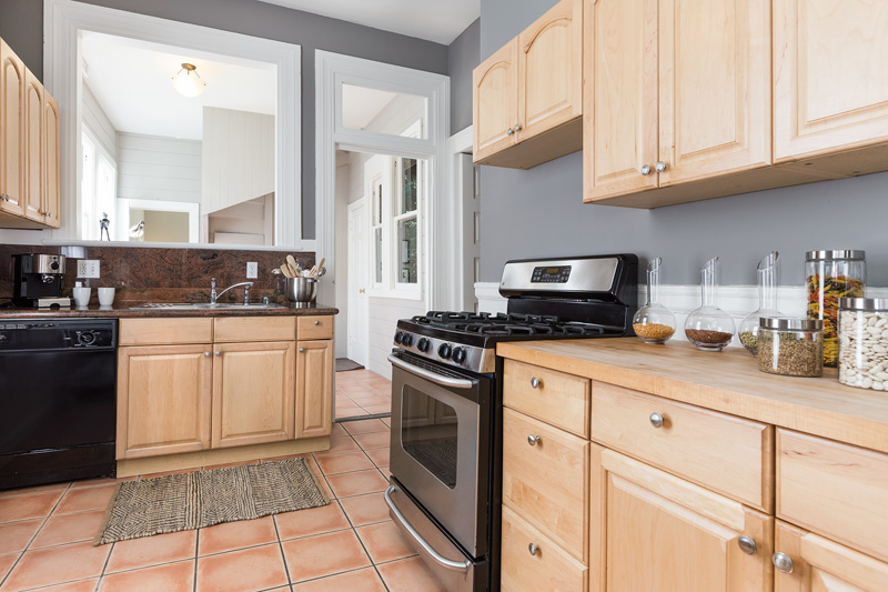 06-2546Folsom-kitchen-low-res.jpg