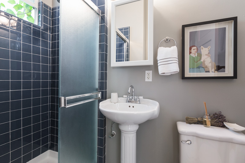 16-2546Folsom-2bath-low-res.jpg