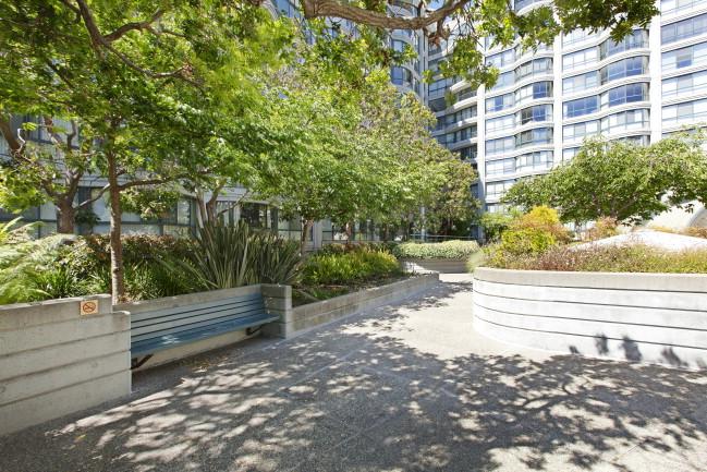 300_3rd512 Courtyard1.jpg