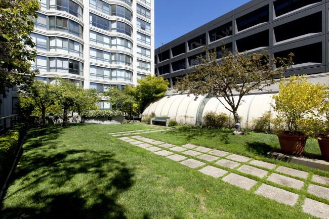 300_3rd512 Courtyard2.jpg