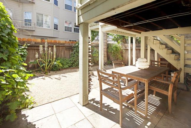 22Linda Yard2.jpg