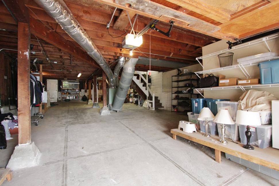 12 Garage.jpg