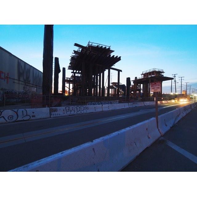 #losangeles #boyleheights #6thstreetbridge #bridge #michaelmaltzan #goldenhour #sunset #olympus #omd #ロサンゼルス #カリフォルニア #夕焼け