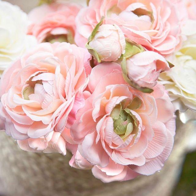 Happy Friday!  #friyay #friday #mode #happy #weekend #pink #flowers