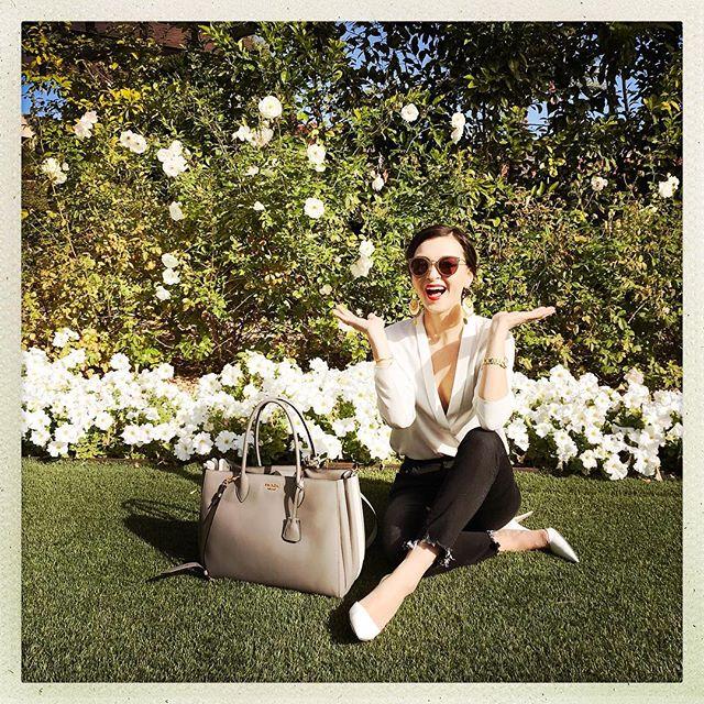 When in doubt, re-examine your goals | Travel with love, travel light 🌿 #3x1Denim #Green #White #FlowerLovers #TravelTuesday #Prada365 Xx C A E x B
