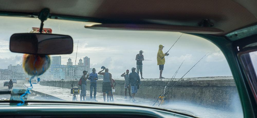 Pescadores en el Malecon - Fishermen on the Malecon