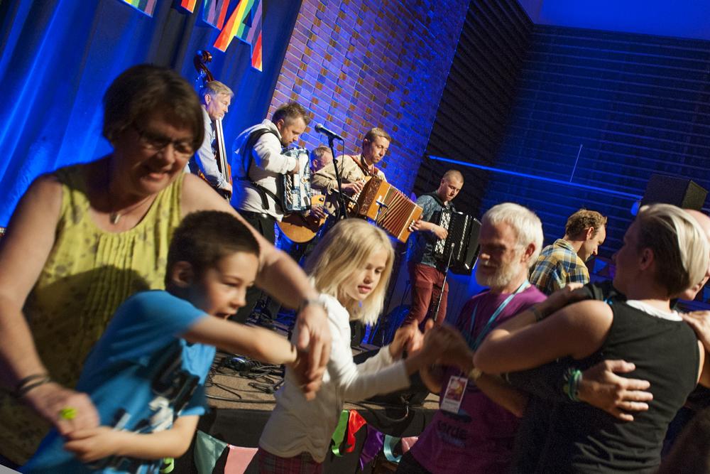 På familiedagen får du kanskje både danse og spele!