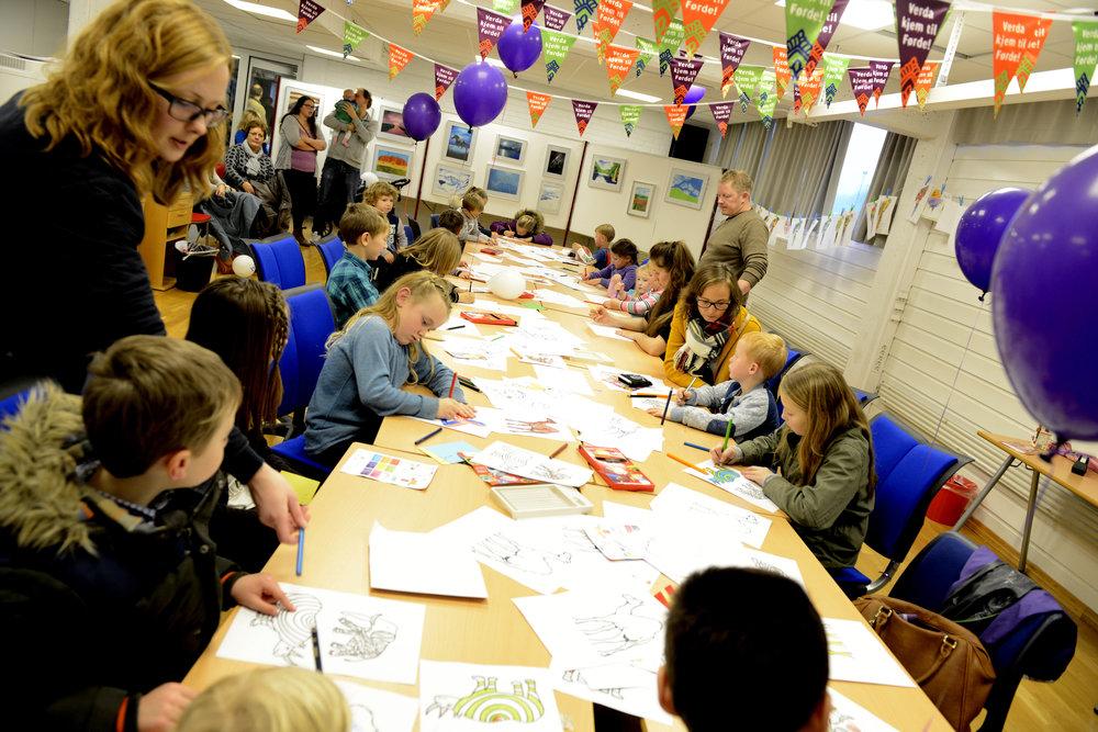 Stor aktivitet på teikneverkstaden i 2015! Foto: Arve Ullebø