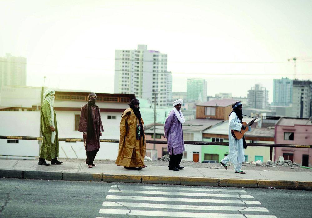 Tinariwen frå Mali kan du oppleve på Festplassen, i parken ved Jølstra laurdag 8. juli.