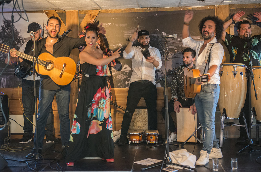 Muchacho & Los Sobrinos har eit forrykande show å by på. (Foto: Marianne Lystrup)