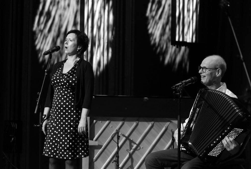 Berit Opheim og Gabriel Fliflet har samarbeidd i mange år - her er dei på Nordisk Klubb under festivalen i 2017.
