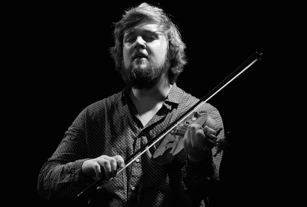 Jo Einar Jansen spelar også på soloscena i Førde. Foto: Knut Utler