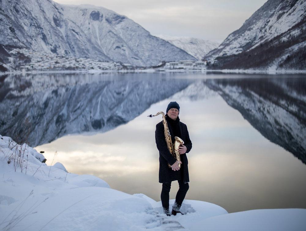 Karl Seglem - ved fjord - fotoOApneseth-8373-2MB.jpg