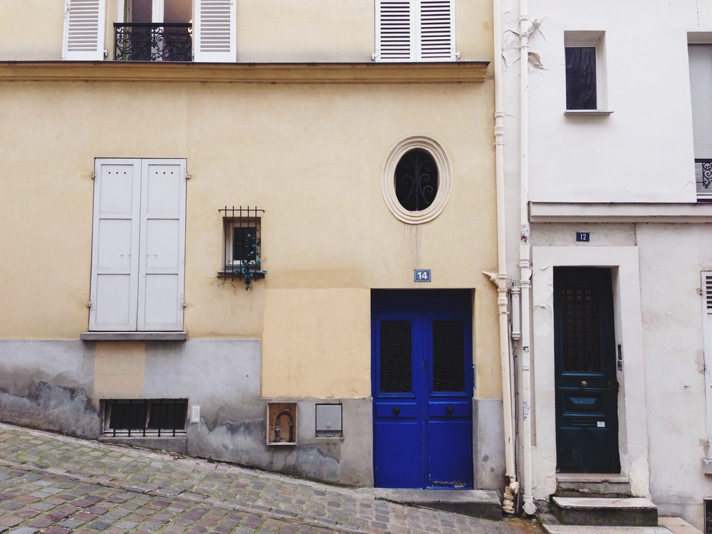paris-blue_door_pink_wall