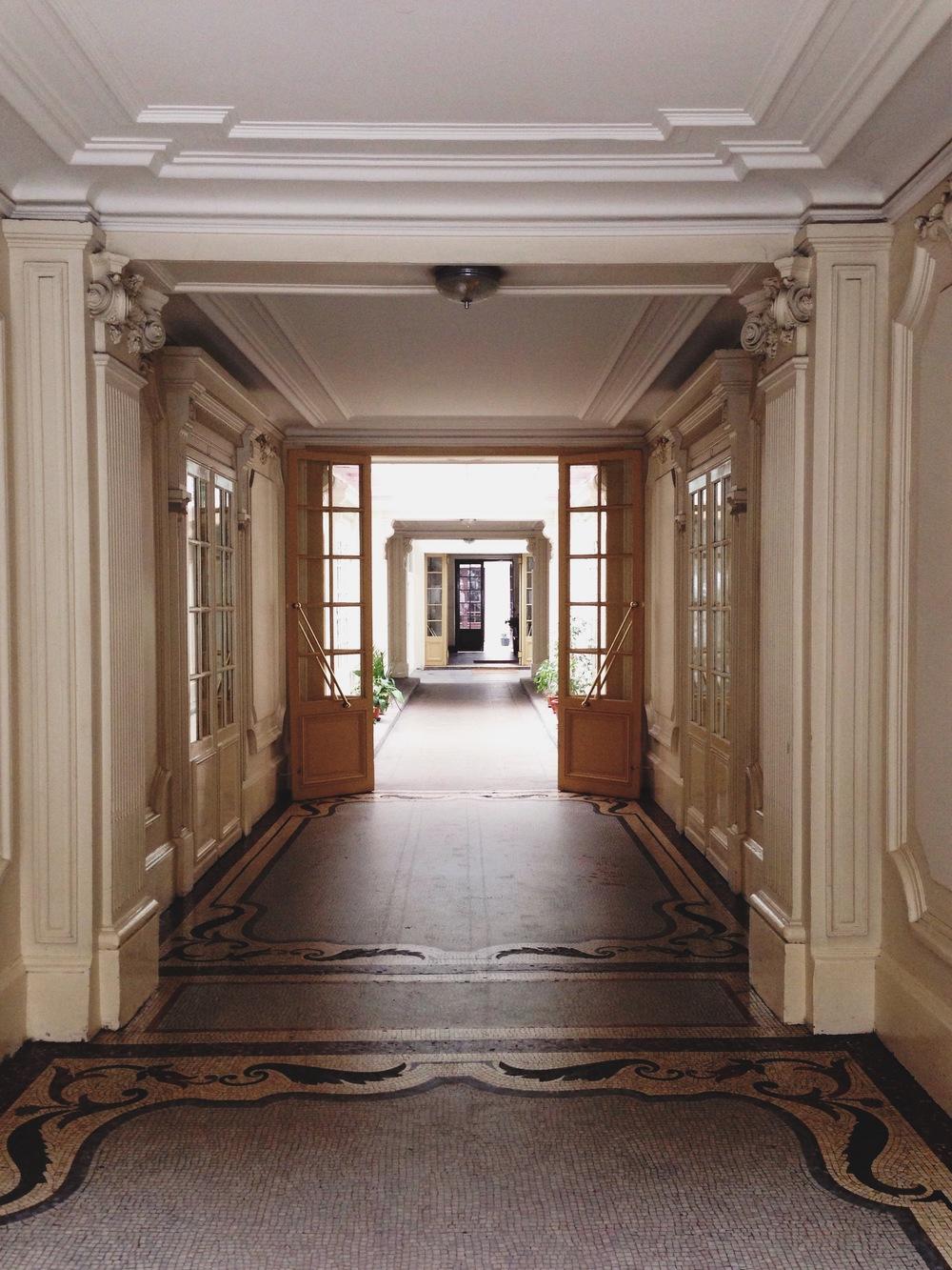 paris-a_hidden_hallway