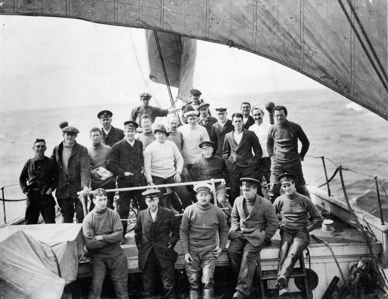 Members of Shackleton's Imperial Trans-Antarctic expedition of 1914-1917 on the foredeck of the Endurance.jpg