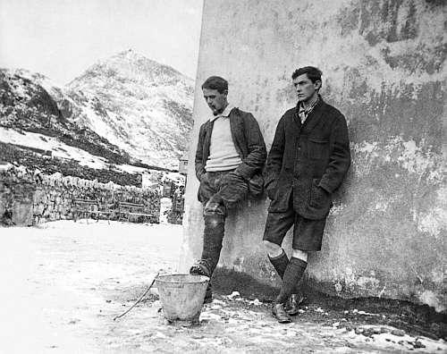 Siegfried Herford and George Mallory at Pen y Pass, December 1913, by Geoffrey Winthrop Young.jpg