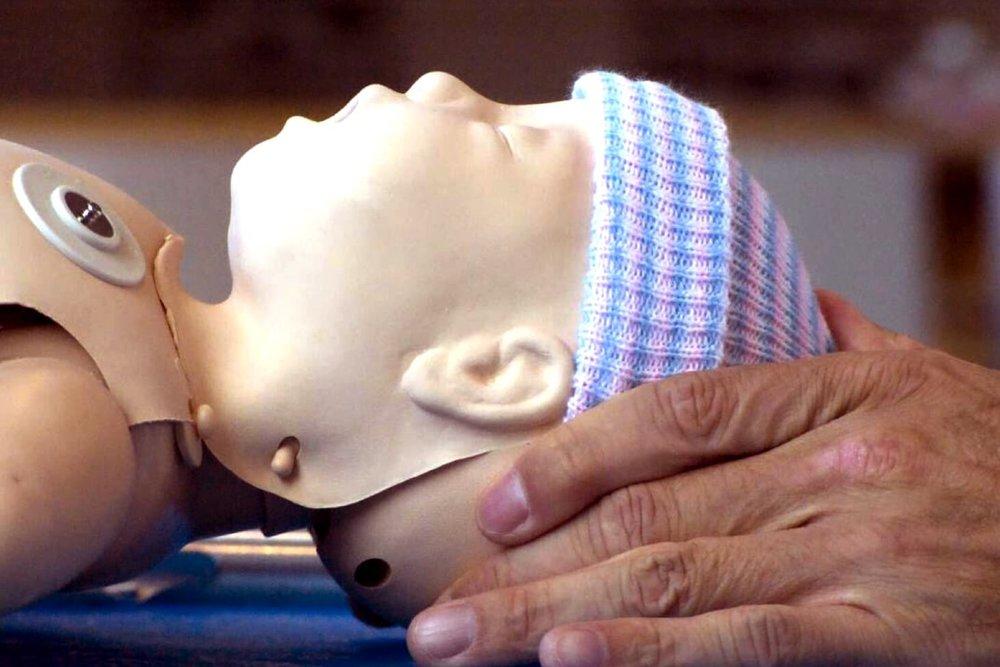 Neonate baby head tilt.jpg