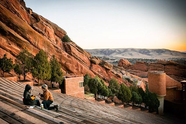 An early morning #proposal for 2 young lovers at @redrocksco. Congratulations 🍾🎊🎉!! #proposalphotography #shesaidyes #engagement #redrocks #coloradowedding